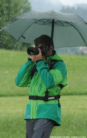 Regenschirm zum Befestigen am Rucksack sorgt für freie Hände bei jeder Outdooraktivität