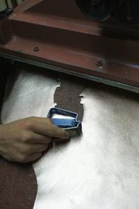 Eine Handtasche zu fertigen erfordert viel Fingerspitzengefühl und Können