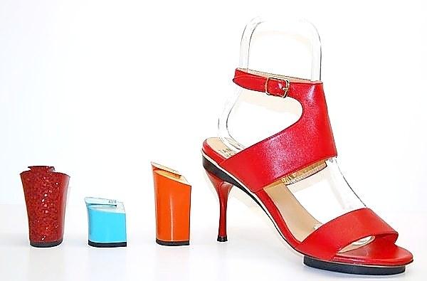 Schuhe mit wechselbaren Absätzen ersetzen das lästige Mitnehmen von Ersatzschuhen