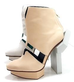 7874034477 Geometrische Elemente und skulpturale Designs sind charakteristisch für die  Schuhkreationen der taiwanesischen Designerin Joi Weng.