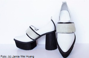 Jamie Wei Huang: Fashion and Shoes - Jamie Wei Huang ist eine vielfach beachtete Modedesignerin, die nach ihrem Studium am Central Saint Martins College of Art and Design, London ihr gleichnamiges Label gründete. Die einzigartige Fashion-Linie sorgte bereits auf der Londoner Fashion-Week für Aufmerksamkeit und umfasst auch Schuhe.