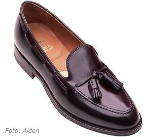 Womens Burgundy Flat Shoes