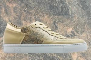 [title] - nat-2™ präsentierte gemeinsam mit Roxxlyn ® auf der Berlin Fashion Week die neueste Innovation: Sneaker aus echtem Stein! Die handgefertigten Sneaker werden in Italien hergestellt und bieten zusätzlich zum Stein, Kombinationen mit luxuriösem Nappaleder und reflektierendem Glas.