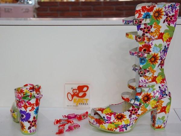 Eject Lack-Schuhe und  Eject Lackstiefel mit Blumenprints