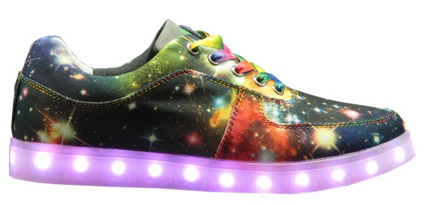 nat 2 led sneaker bringen licht an die fuesse die welt der schuhe. Black Bedroom Furniture Sets. Home Design Ideas