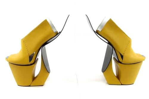 Schuhdesigner begeistern die Schuhwelt  - Wer extravagante oder gar künsterlisch wertvolle Schuhe liebt, sollte sich einen BLick auf die kreativen Arbeiten, die anlässlich der GDS (Global Destination for Shoes & Accessoires) im Rahmen des Projekts
